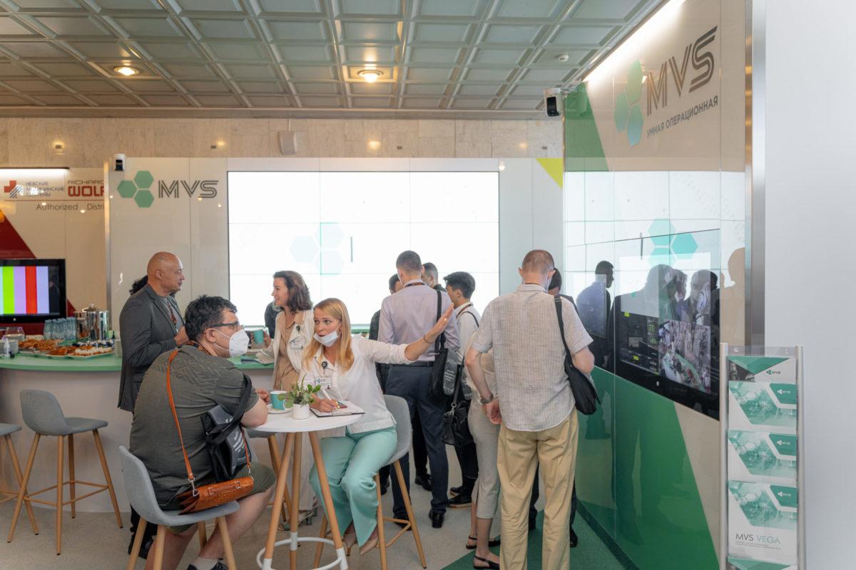 На стенде MVS, MVS интегрированная операционная, умная операционная, медицинские системы визуализации